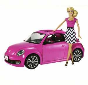 Maggiolone Di Barbie E Scooter Per Spostarsi In Città