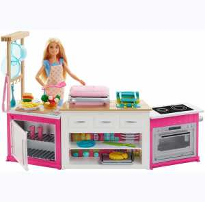 Barbie FRH73 - Cucina Da Sogno Con Bambola, 5 Aree Di Gioco, Pasta Modellabile, Luci E Suoni, Giocattolo Per Bambini 4 + Anni